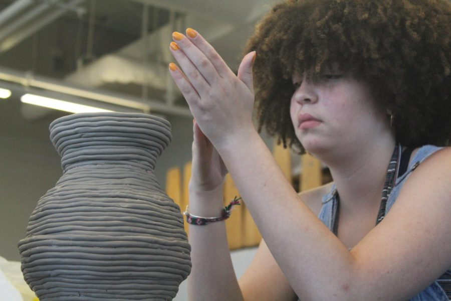 In+David+Spiguzza%27s+Ceramic+1+class+junior%2C+Zadie+Connell%2C+works+on+a+pottery+project.